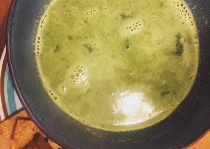 Soupe light d'épinards frais au Saint Morêt et tofu sauté