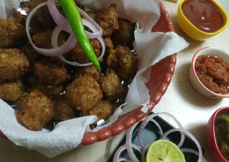 Simple Way to Prepare Award-winning Green Lentil-Onion Fritters (Chilkewali Moong Dal Pakodas)