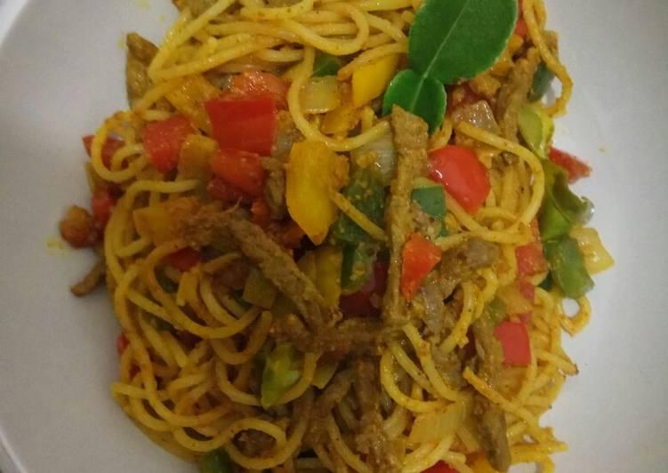Spaghetti daging saus kari