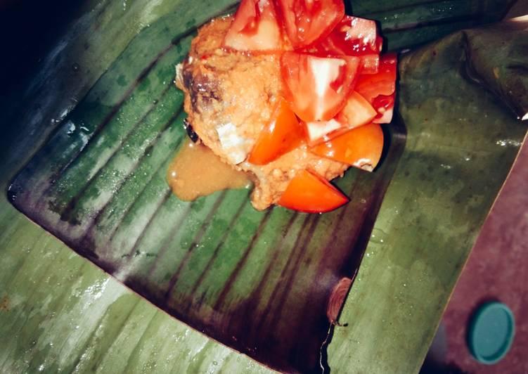 Pepes tomat-tongkol