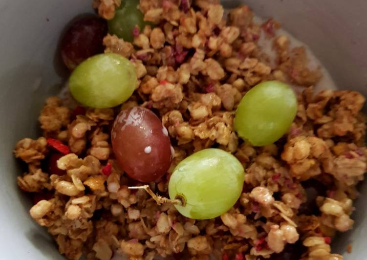 Breakfast Granola with grapes. 😘