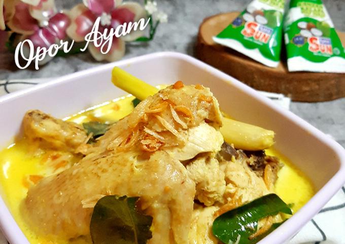 Opor Ayam Bumbu Kuning