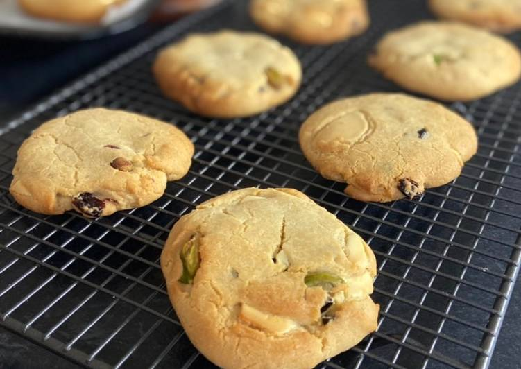 Steps to Prepare Quick White Chocolate, Salted Pistachio & Cranberry Cookie-Cakes. 🍪♥️🧁(egg free)