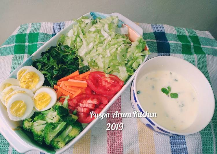 Vegetable salad with healthy dressing