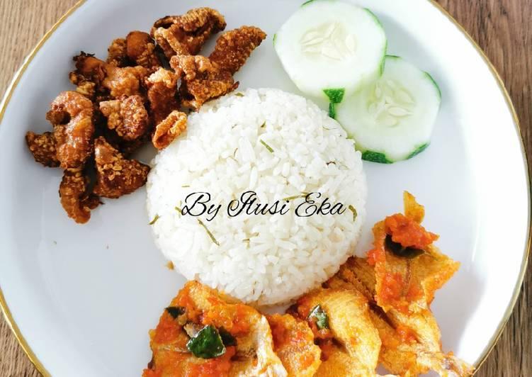Nasi Daun Jeruk Kulit Ayam (Versi Rice Cooker)