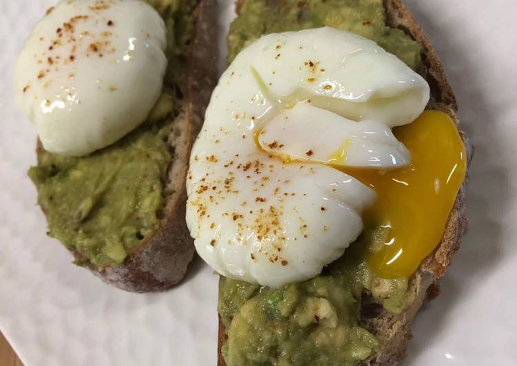 Avocado toast œuf poché