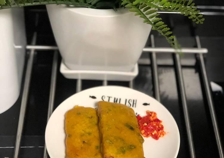 Tempe mendoan dan sambal bawang