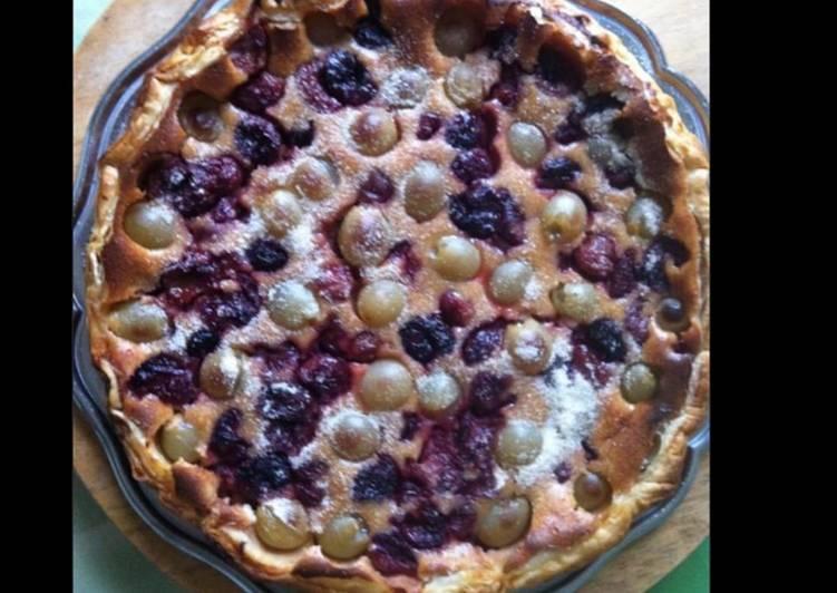 Tarte cerises et raisins du jardin