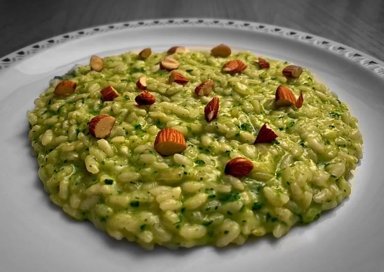 Ricetta Risotto Con Zucchine.Ricetta Risotto Alle Zucchine E Mandorle Tostate Di Alessandro Gastini Cookpad