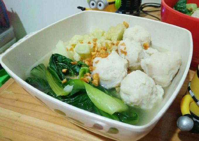 Bagaimana Menyiapkan Soup Baso Ikan, Enak Banget