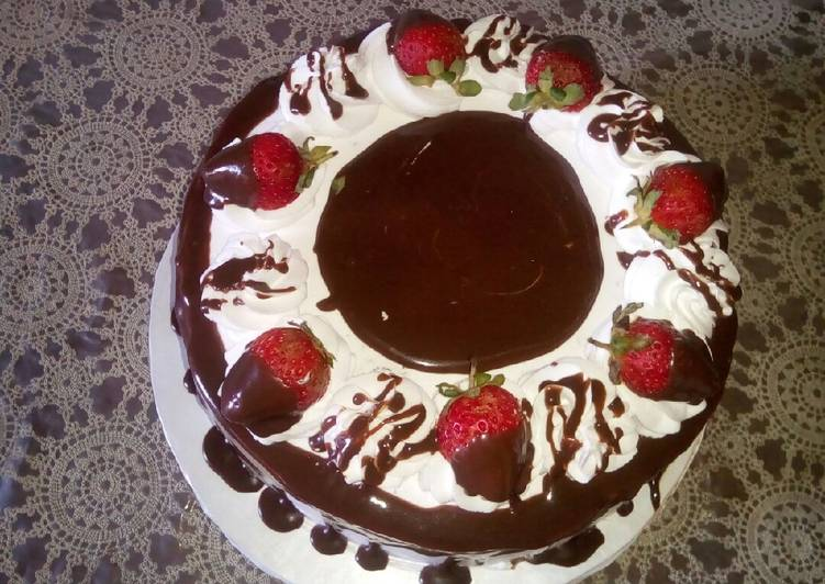 Old Fashioned Dinner Easy Refreshing Black Forest cake(yummy and soft)