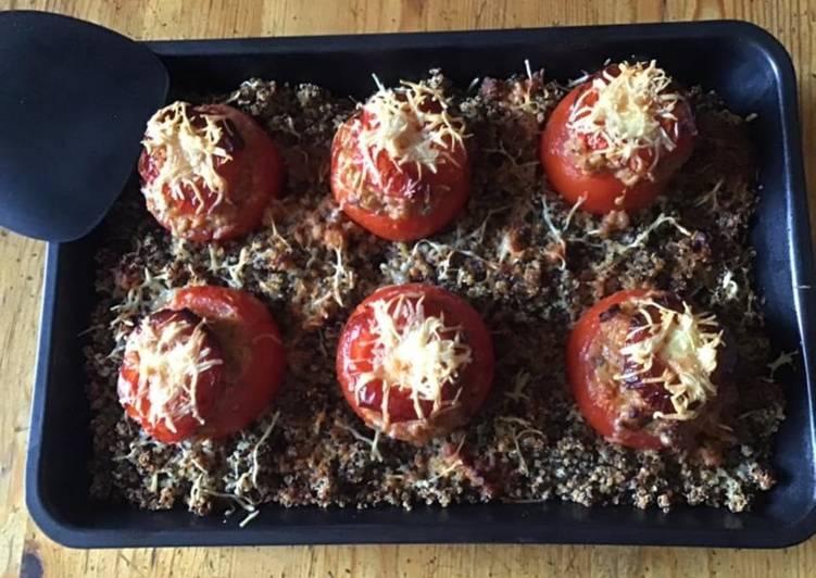 Tomates farcies chair à saucisse sur lit de trio de quinoa en gratin