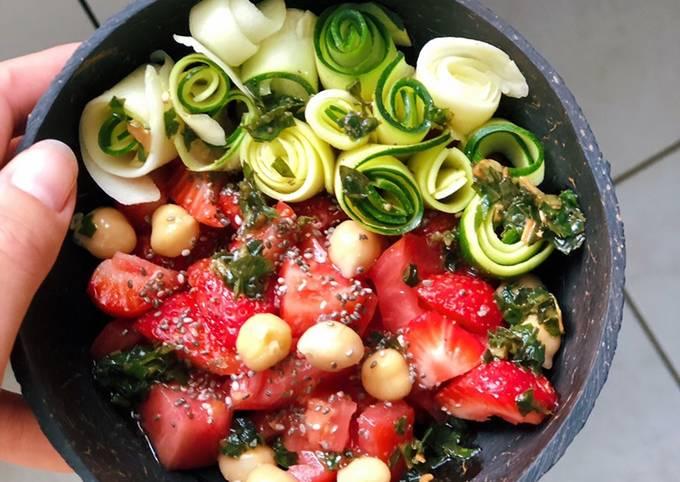 Salade de tomate, fraise et courgette