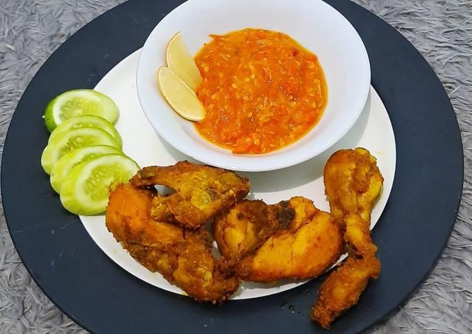 Ayam goreng bumbu kuning sambel mercon