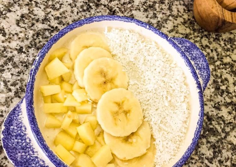Smoothie bowl à la banane, pomme et noix de coco