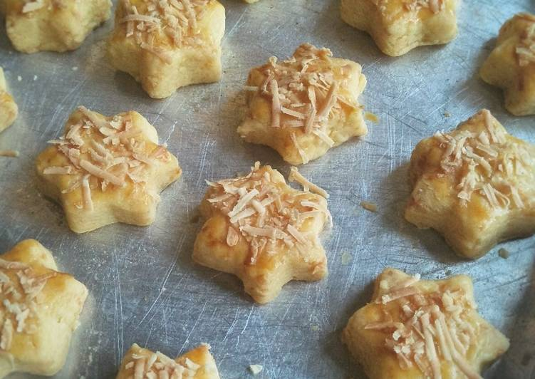 Cheesy star cookies
