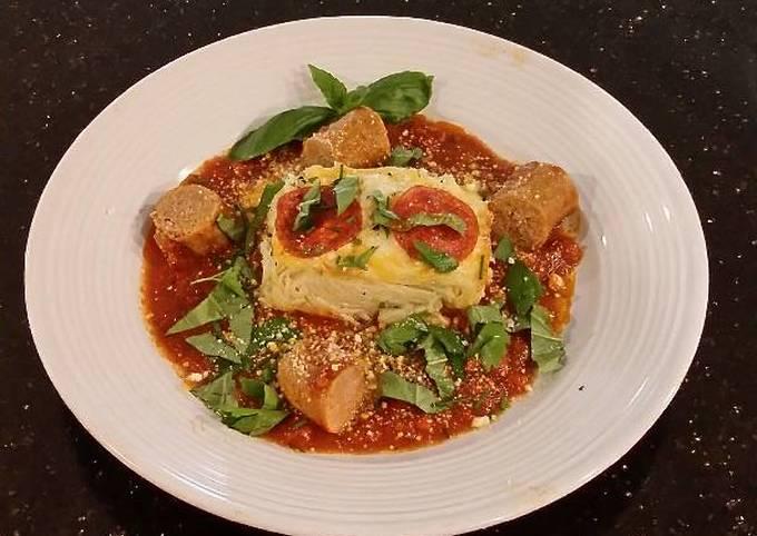 "Recipe: Tasty Angel Hair Alfredo ""Cakes"" with Marinara Sauce and Sausage"