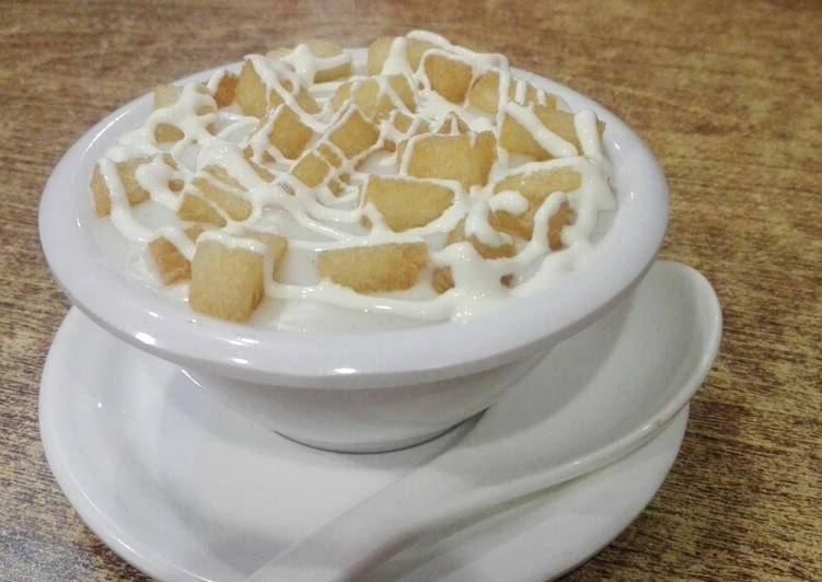 Cream of chicken soup with fish cracker