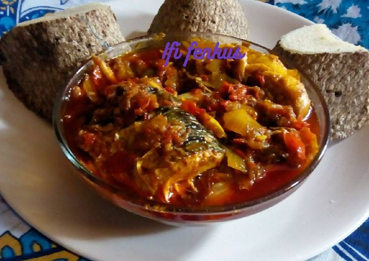 Boiled yam and pepper sauce