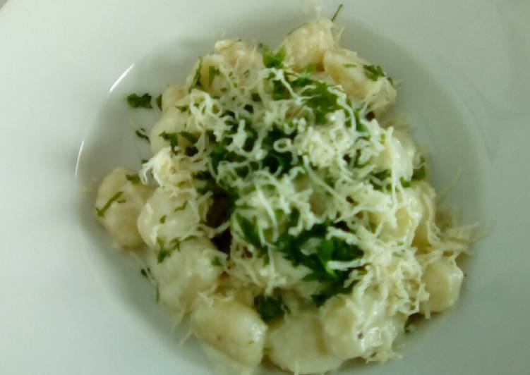 Gnocchi de patata con salsa de queso de cabra