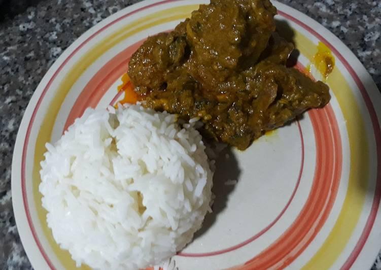 Boiled rice with ofe akwu
