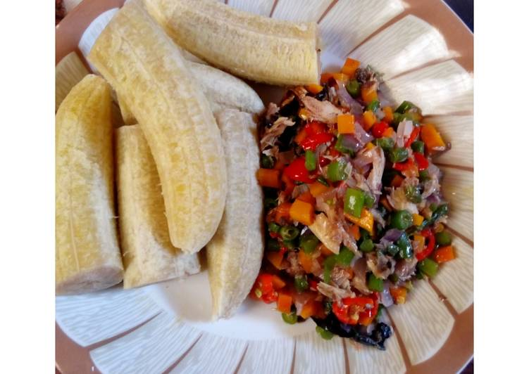 Boiled Plantain and Veggies Sauce With Smoked Fish
