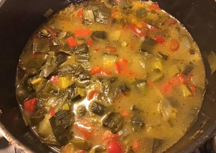 Soupe de poireaux courgettes et poivrons au gingembre