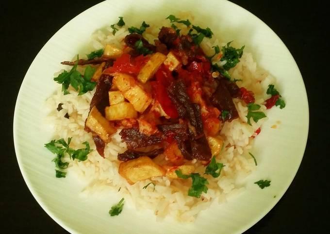 Dendeng Balado sapi dan nasi tomat