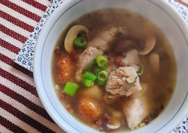 Steps to Prepare Ultimate Ginger chicken soup 🐣