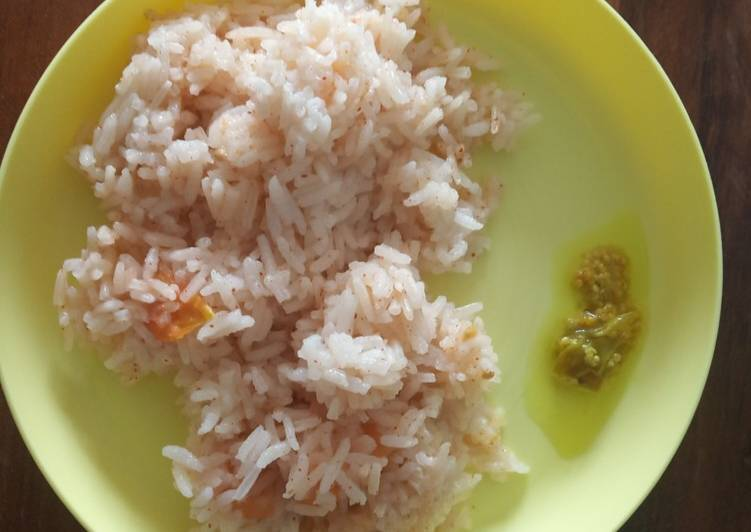Step-by-Step Guide to Prepare Any-night-of-the-week Tomato Rice in Rice Cooker