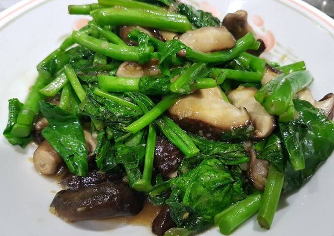 Stir Fry Kailan & Mushrooms in Garlic Oyster Sauce