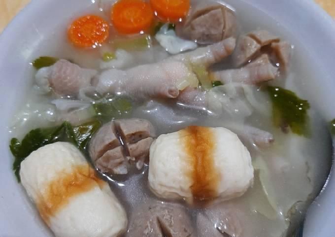 Sup Chiceaso (Chikuwa, ceker ayam dan bakso)