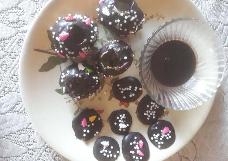 Steps to Make Favorite Dark chocolate puchkas with chilled chocolate milk shake and chocolate disc