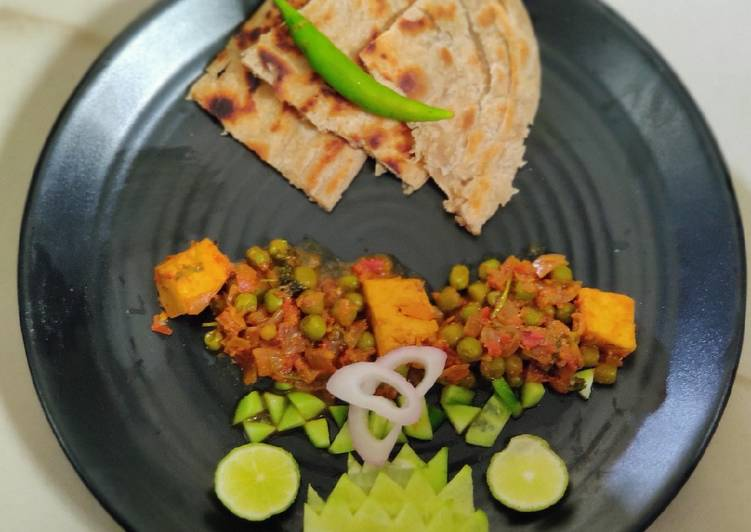 Muttor paneer with laccha paratha