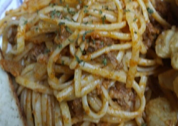 Recipe: Yummy Chopped Pork in a Sauce with Linguine