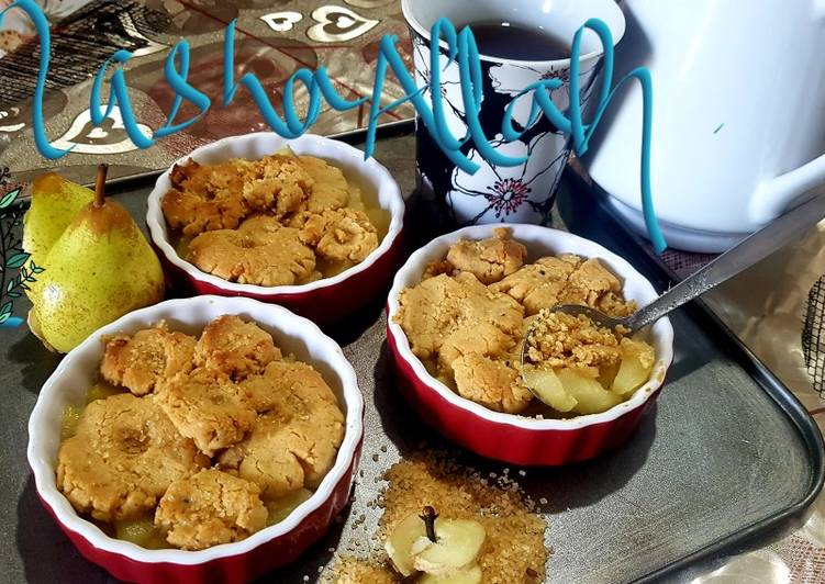 Pear and ginger cookie crumble