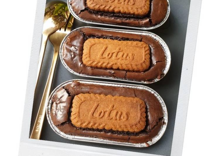 Shiny & Fudgy Brownies w Lotus Biscoff