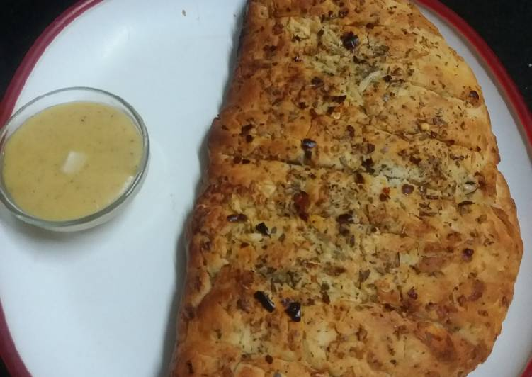 Garlic Bread with Cheese Dip
