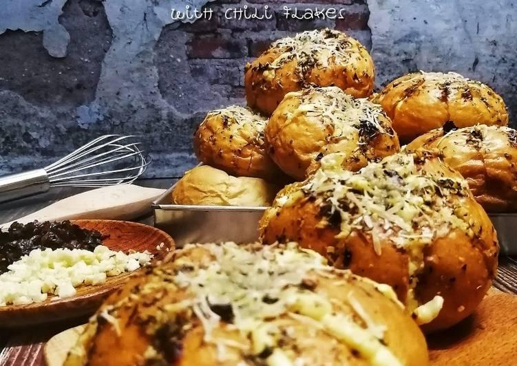 Korean Cheese Garlic Bread with Chili Flakes