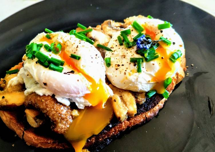 Poached eggs & Garlic mushrooms on sourdough