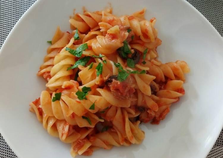 Recipe of Super Quick Homemade Fusilli con tonno