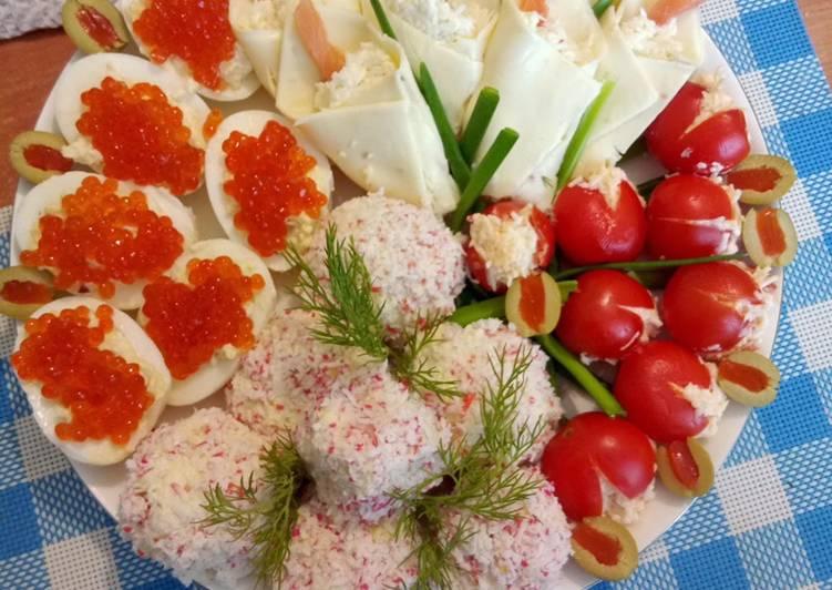 Salade composée aux fleurs de lilas et tulipes au caviar rouge
