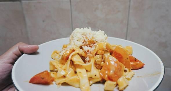 Fettuccine Bolognaise Home-Made