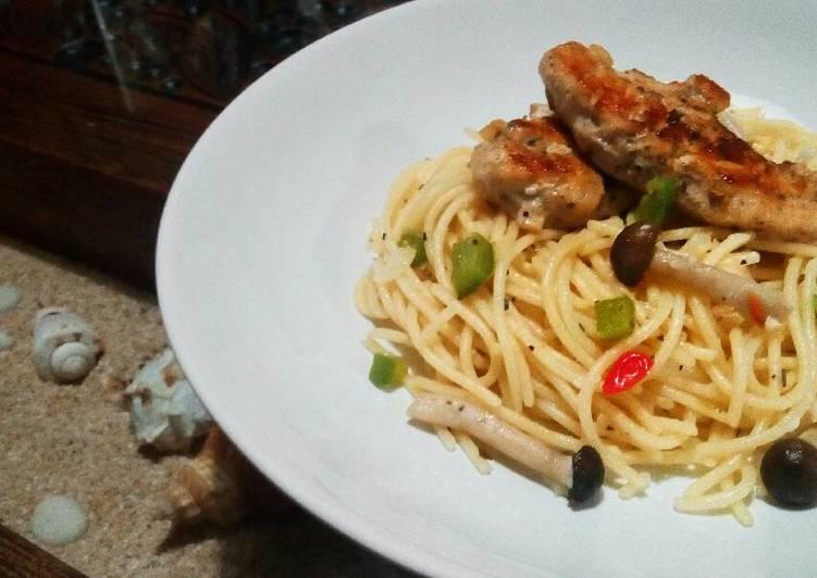Resep Aglio E Olio Spaghetti With Pan Grilled Chicken Oleh Risma Ghufron Cookpad