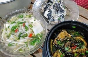 Cơm nhà với cá lăng nấu măng chua và cá lăng kho tộ