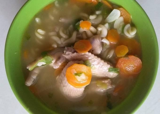 Sop Awormak (ayam wortel makaroni)