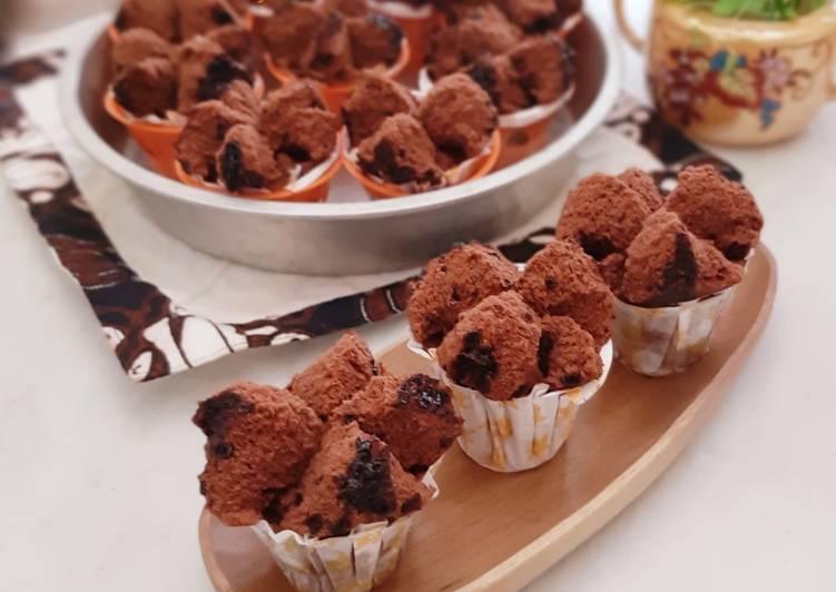 Bolu Kukus Mekar Triple Coklat (Triple Chocolate Steamed Cupcake)