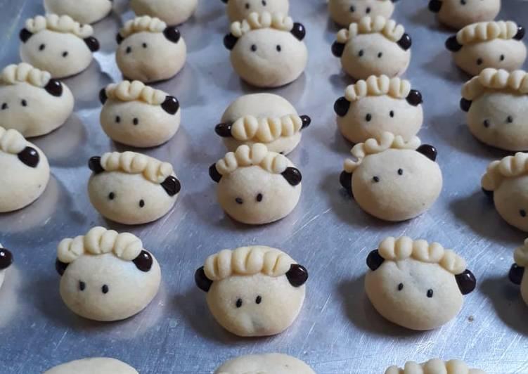 German sheep cookies #BikinRamadanBerkesan - cookandrecipe.com