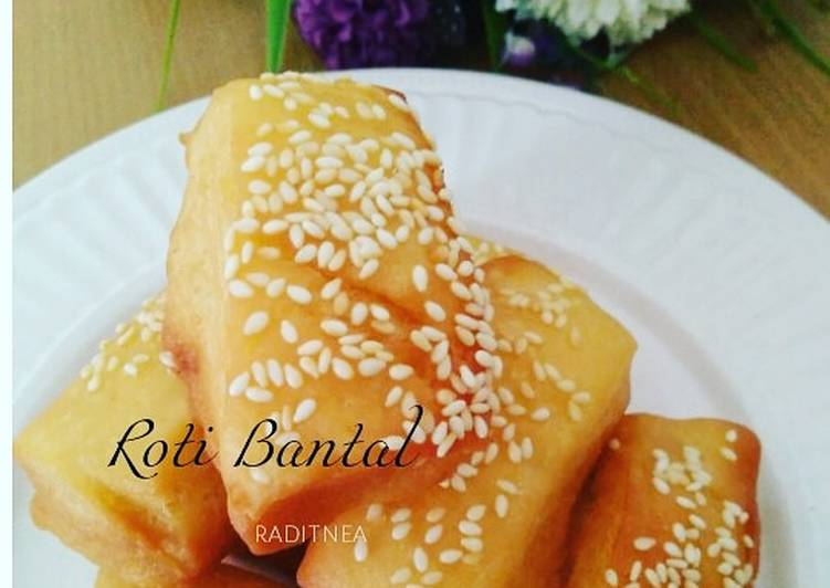 Roti Bantal (roti goreng)
