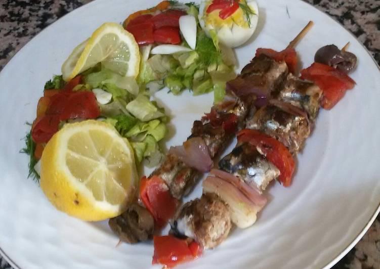 Les brochette de poisson avec des légume